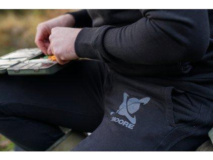 CC Moore oblečení - Tepláky černé  + Sleva 10% za registraci