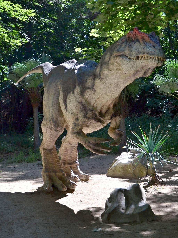 Allosaurus, dravý theropod v dinoparku Vyškov.