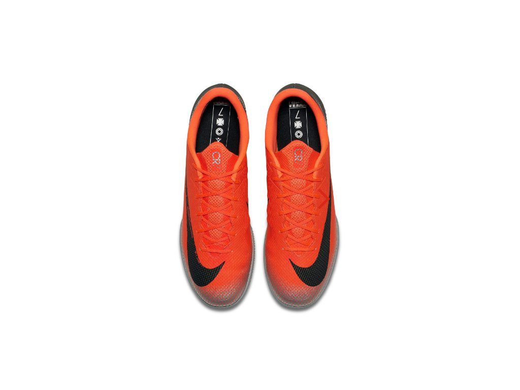 e22334c7142 ... Sálové kopačky Nike Mercurial oranžové pohled z hora