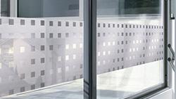 transparentní na sklo
