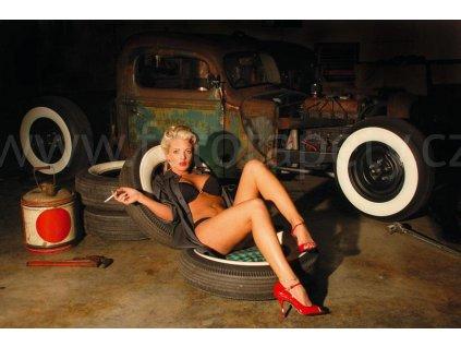 Pětidílná vliesová fototapeta Dívka v garáži, rozměr 375x250cm, MS-5-0311