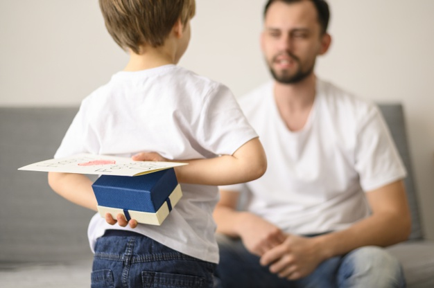 child-holding-surprise-father_23-2148503945