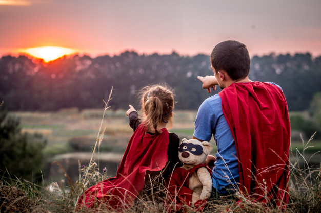 little-girl-with-dad-dressed-super-heroes-happy-loving-family_169016-1717