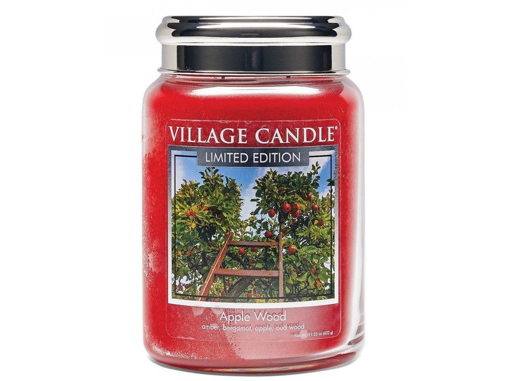 Village Candle Vonná svíčka ve skle, Jabloňové Dřevo - Apple Wood 26oz