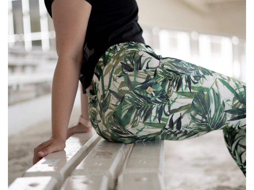 Freddy kalhoty D.I.W.O.® látka vzor zelené listy, normální pas, skinny střih