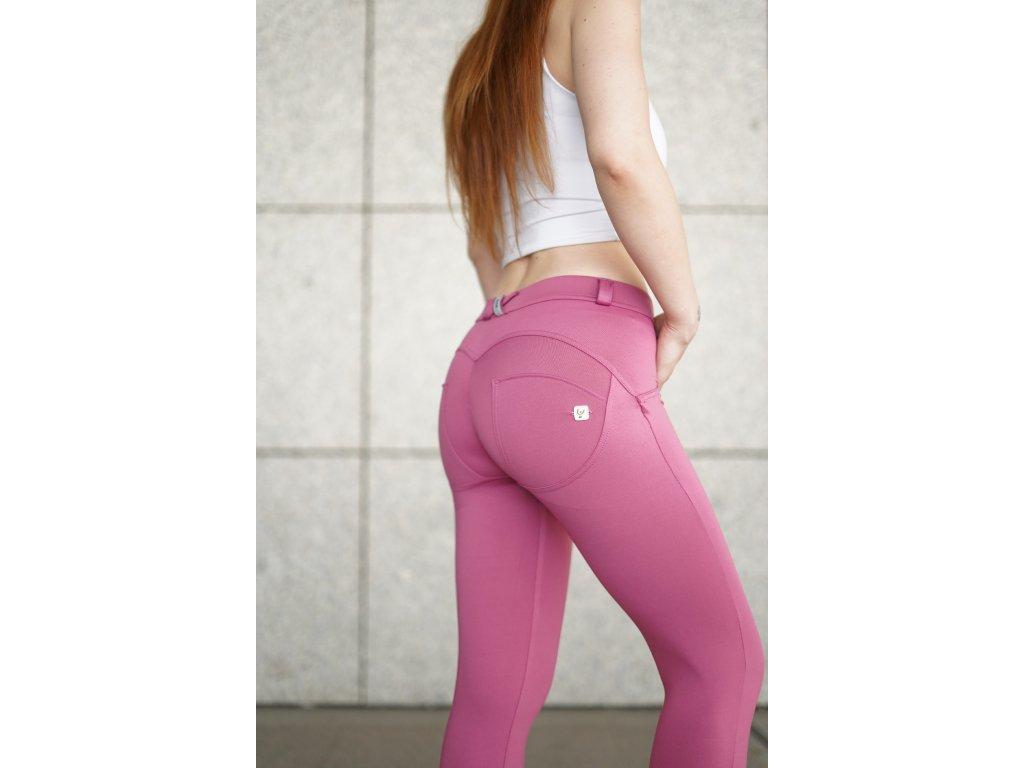 Freddy kalhoty D.I.W.O.® látka v růžové barvě, normální pas, super skinny střih