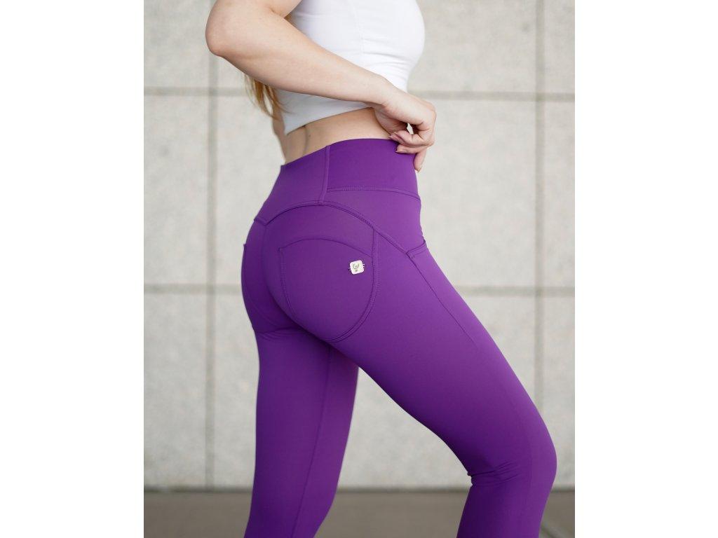 Freddy kalhoty D.I.W.O. PRO ® látka v tmavě fialové barvě, střední pas, skinny střih