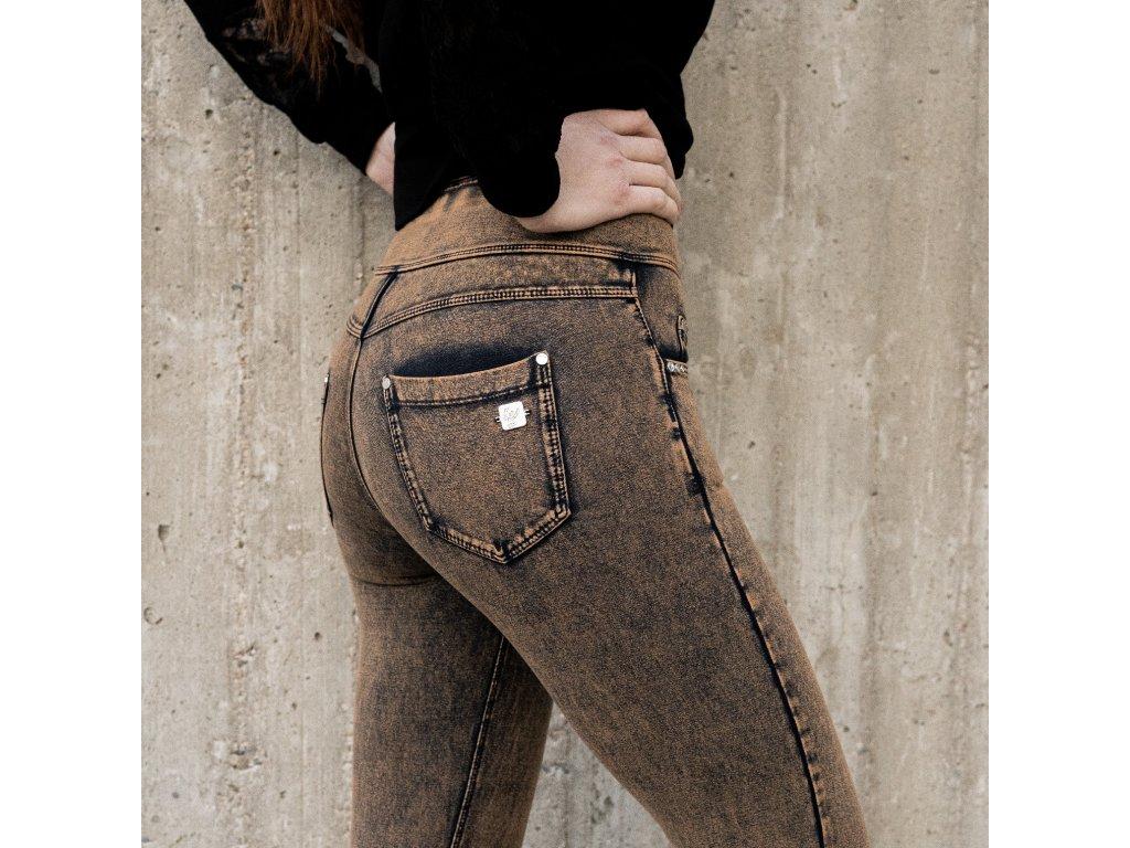 N.O.W.® Freddy kalhoty v džínově hnědé, sepraný efekt, vysoký pas
