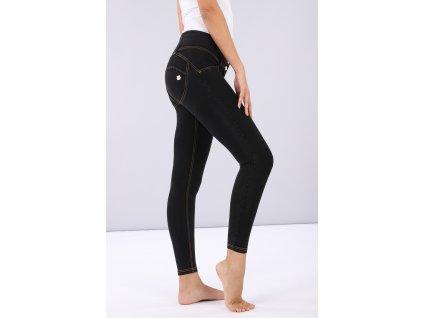 Freddy kalhoty v džínově černé, žlutý šev, medium pas, super skinny a 7/8 střih