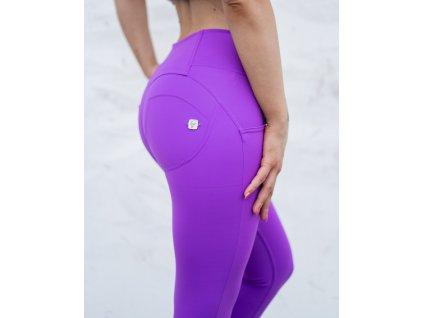 Freddy kalhoty D.I.W.O. PRO ® látka ve fialové barvě, střední pas, skinny střih