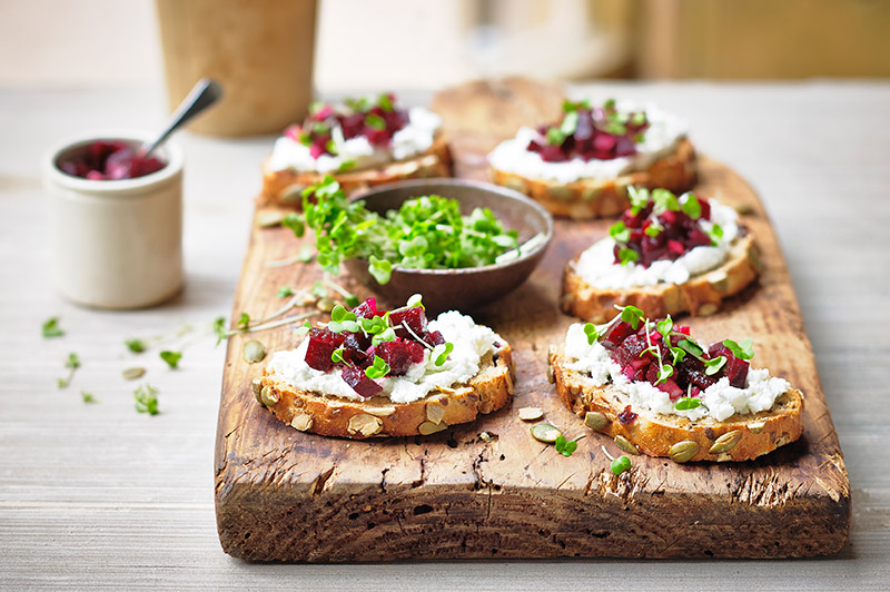 Beetroot-and-Goats-Cheese-Crostini