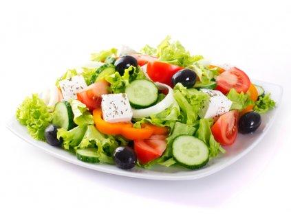 Zeleninový šalát s prosciuttom a feta syrom 400g.  Vhodný ako hlavné jedlo