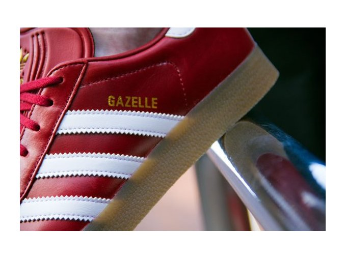 adidas gazelle red white gum bz0025 close up writing 600x400