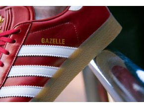adidas gazelle red white gum bz0025 close up writing 600x400