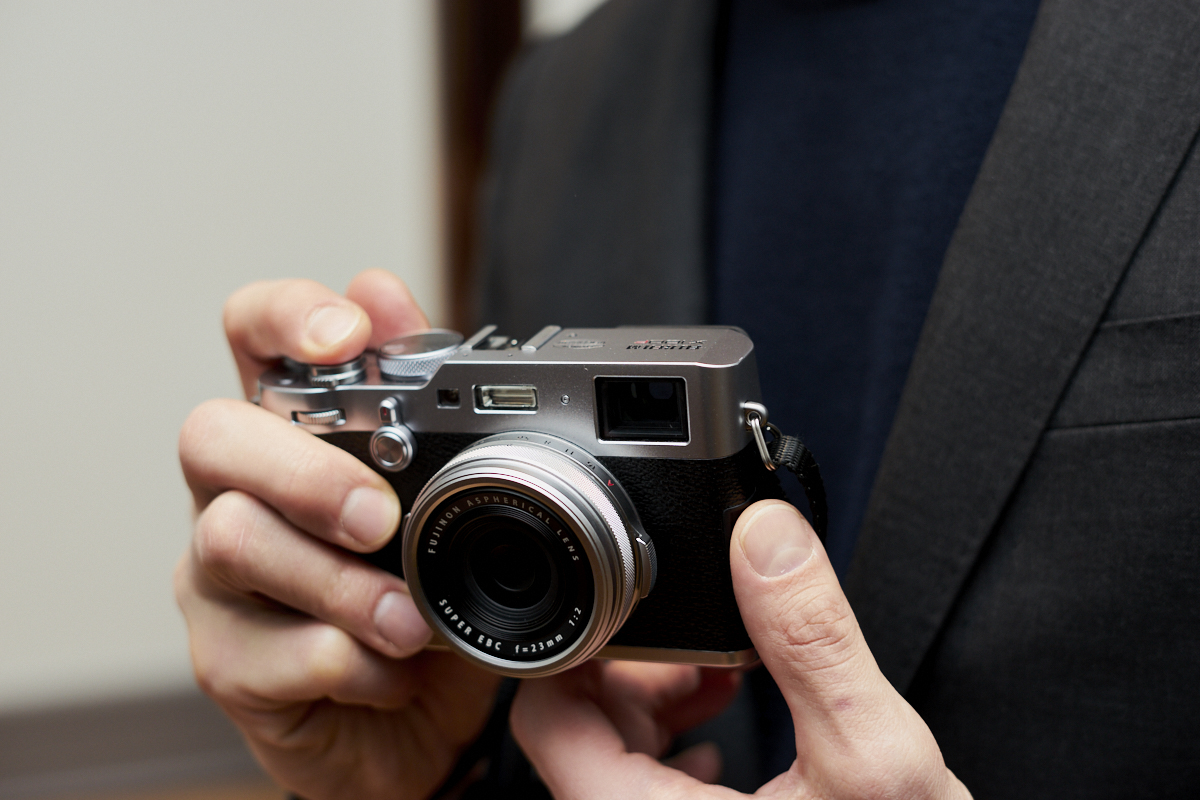 Chris-Gampat-The-Phoblographer-Fujifilm-X100F-first-impressions-product-images
