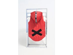 Zateplená vesta s krížikom červená