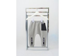 Pískacie tepláky s vreckom a páskami - sivé