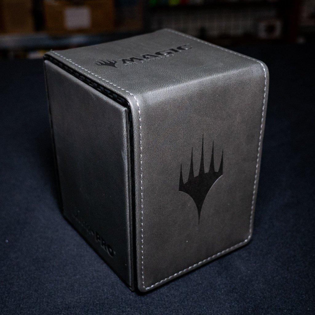 Ultra Pro Alcove flip Deck Box - Planeswalker (Magic: the Gathering deckbox)