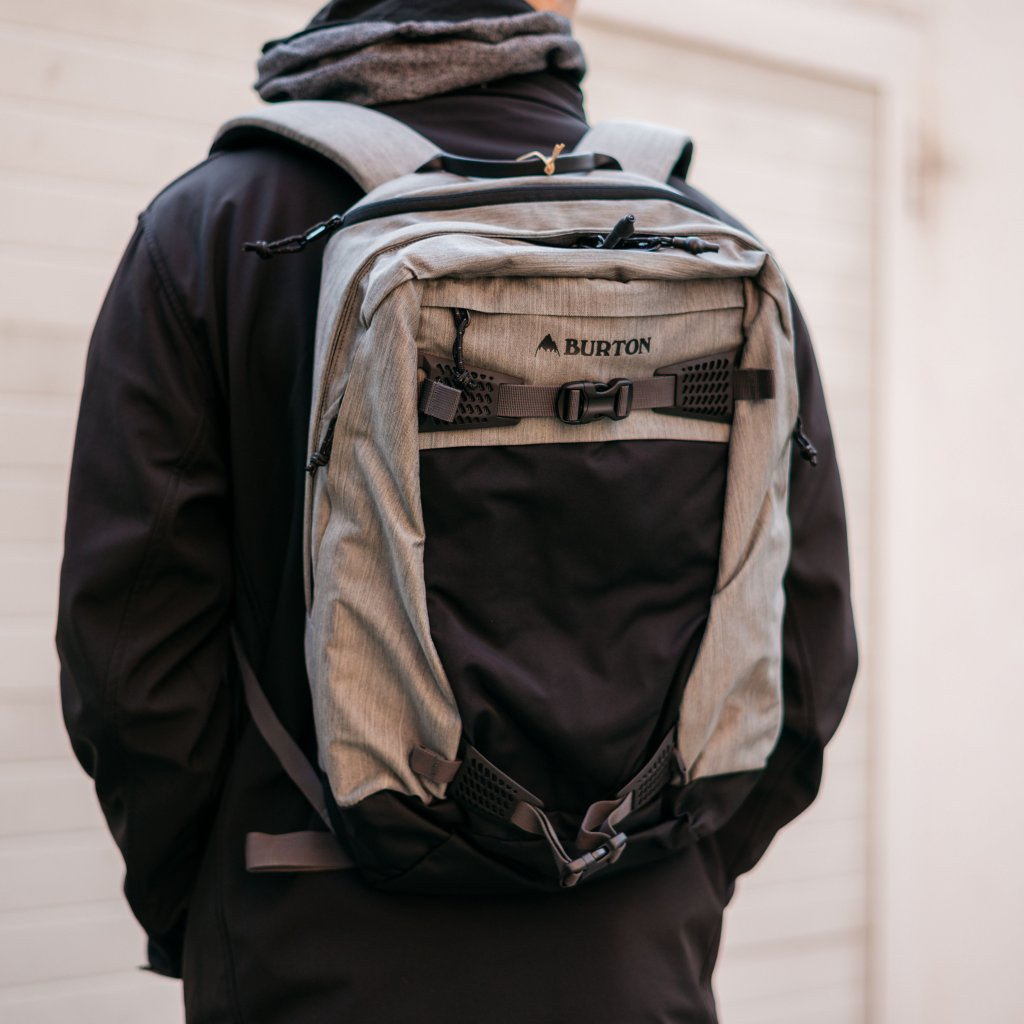 Turistický batoh Day Hiker 28 l - šedý (Burton)