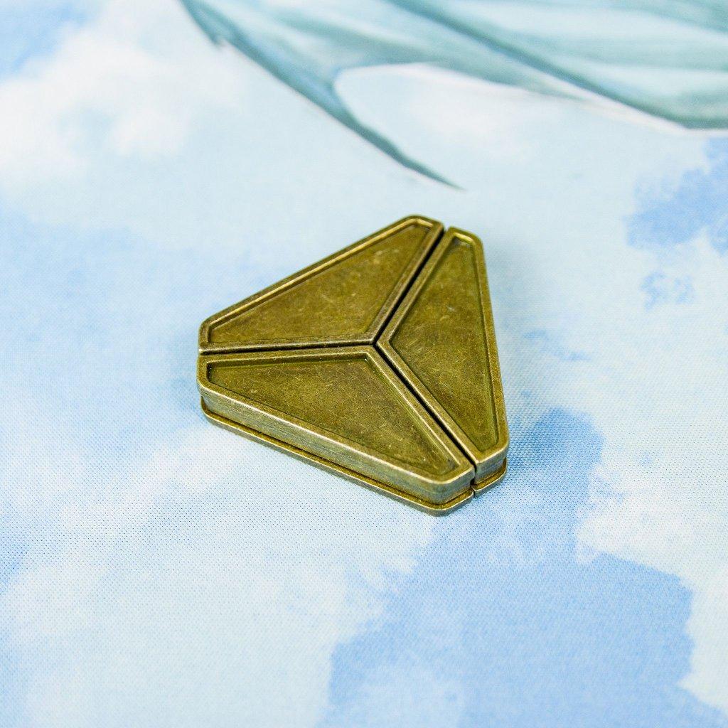 Triangular hlavolam (trojúhelník)