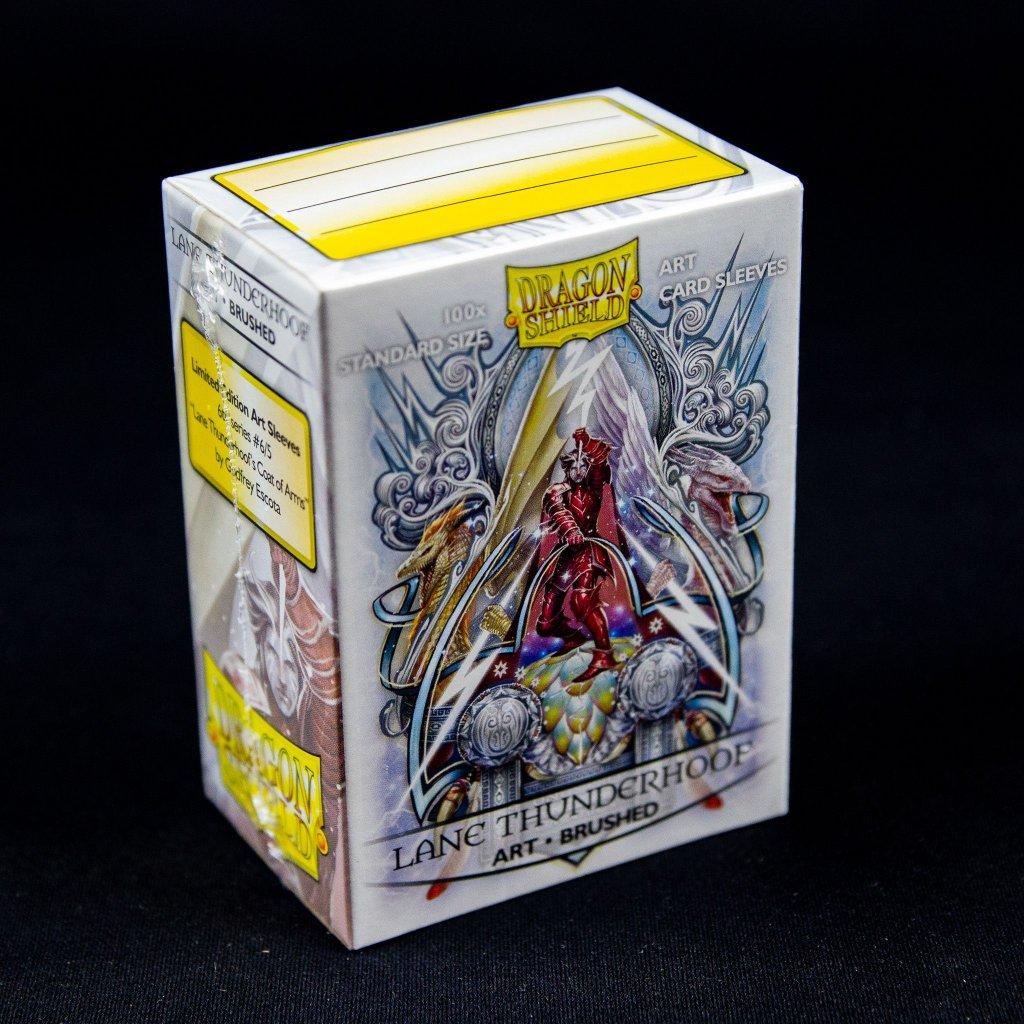 Obaly na karty Dragon Shield: Lane Thunderhoof: Coat of Arms - Art brushed (100ks)