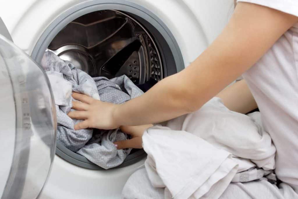 Správne pranie záclon a závesov: Čomu by ste sa mali vyhnúť?