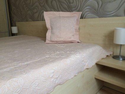 Béžový prehoz na posteľ Flower - 170x210cm