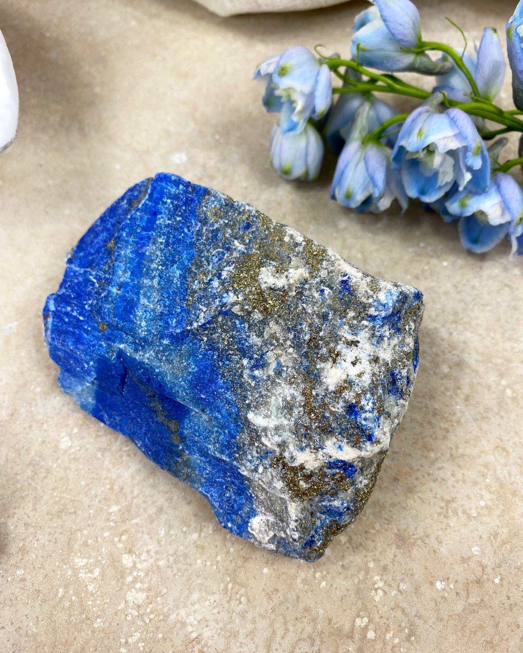 Luxusní lapis lazuli s pyritem surový AAA kvalita