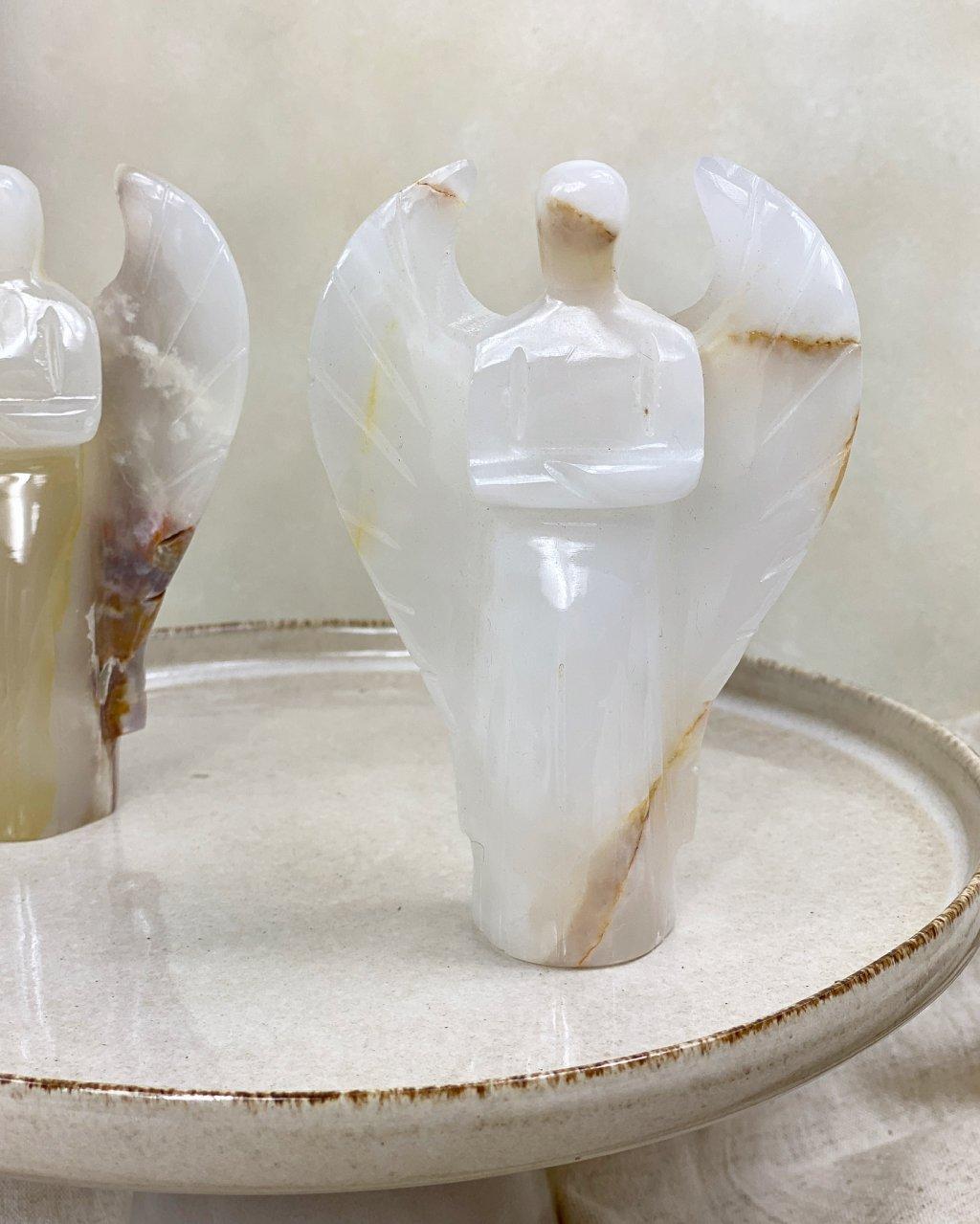 Broušený anděl klečící menší onyx Pákistán
