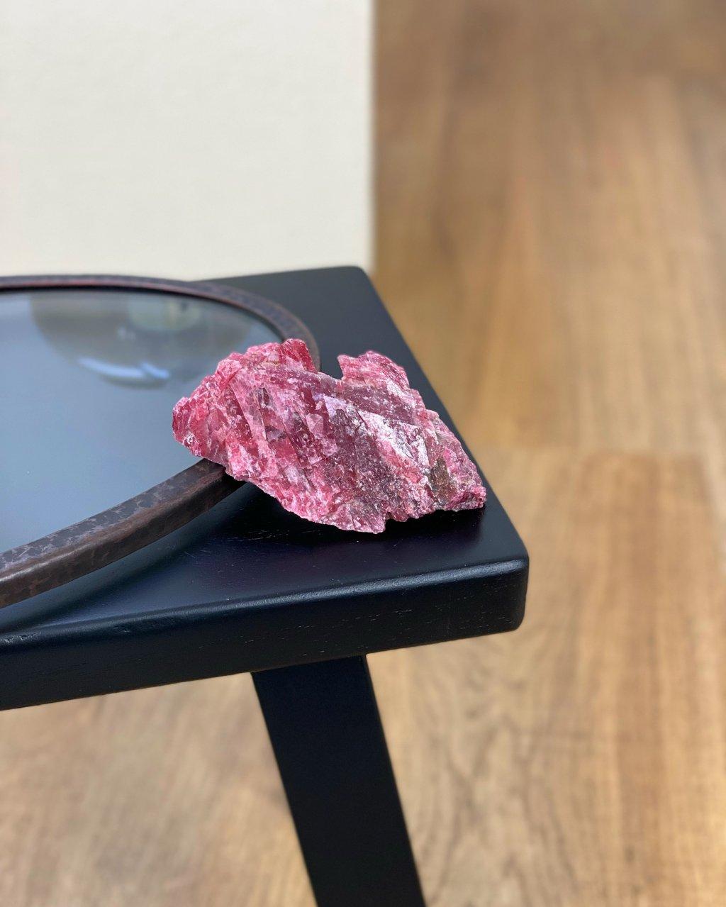 Drahý kámen rodochrozit surový