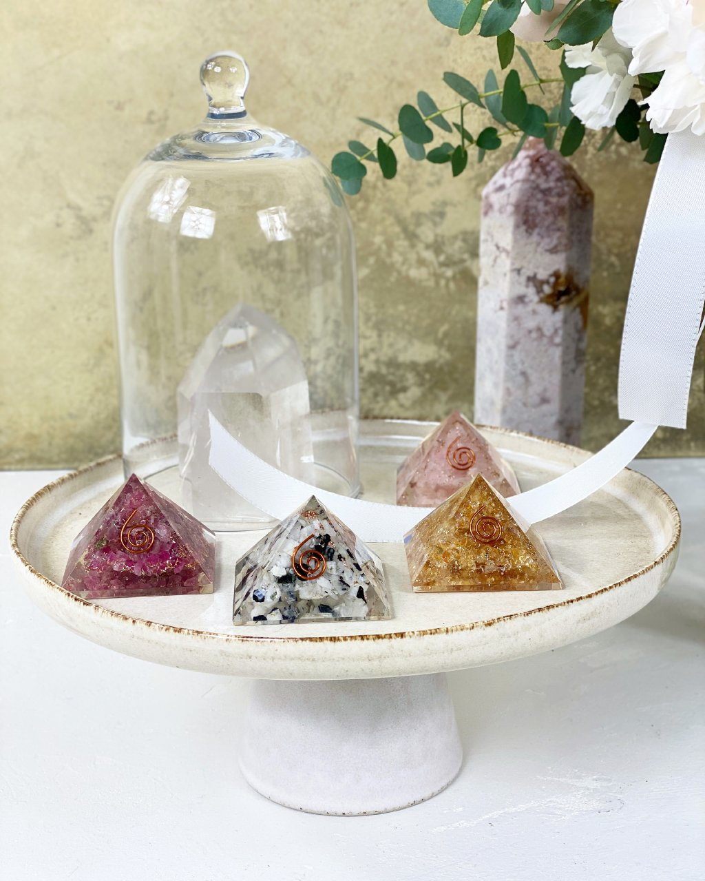 Orgonitová pyramida s rodonitem