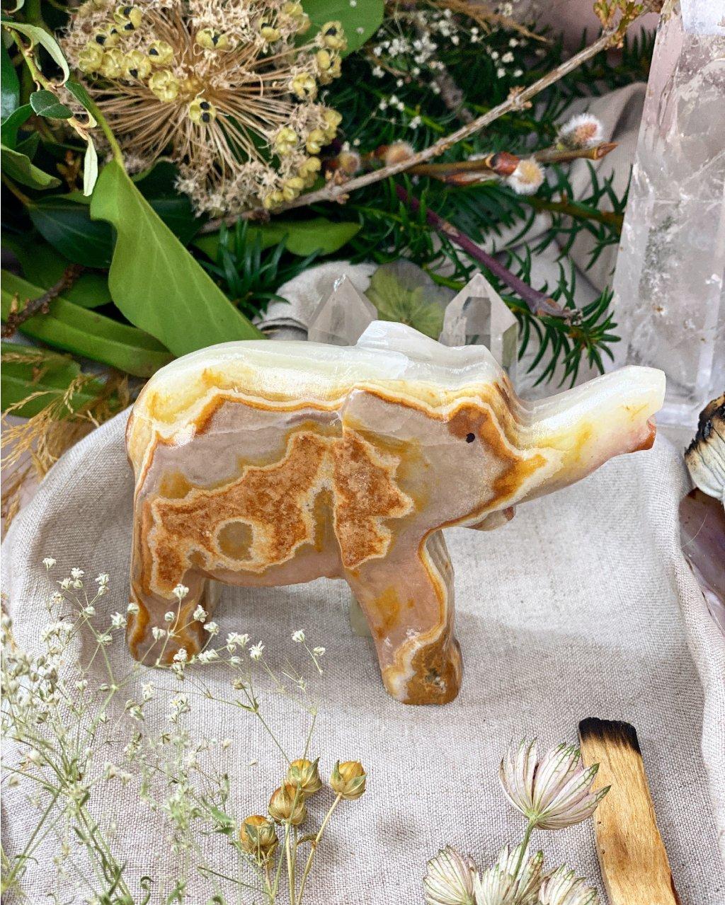 Broušená figurka onyx slon 12cm Pákistán