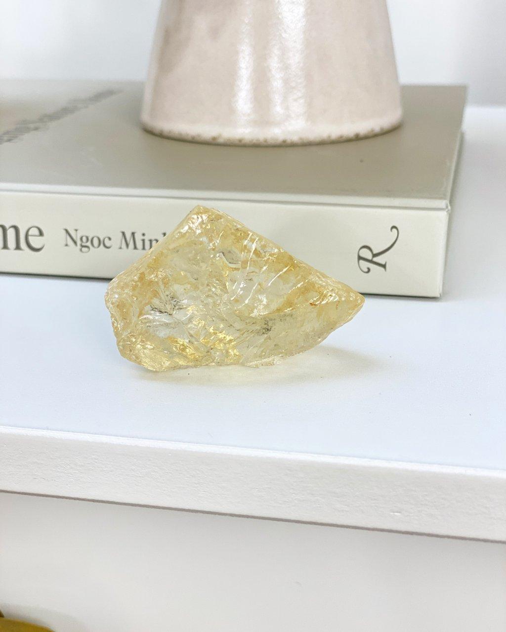 Luxusní citrínový krystal velký surový Brazílie 1,6kg