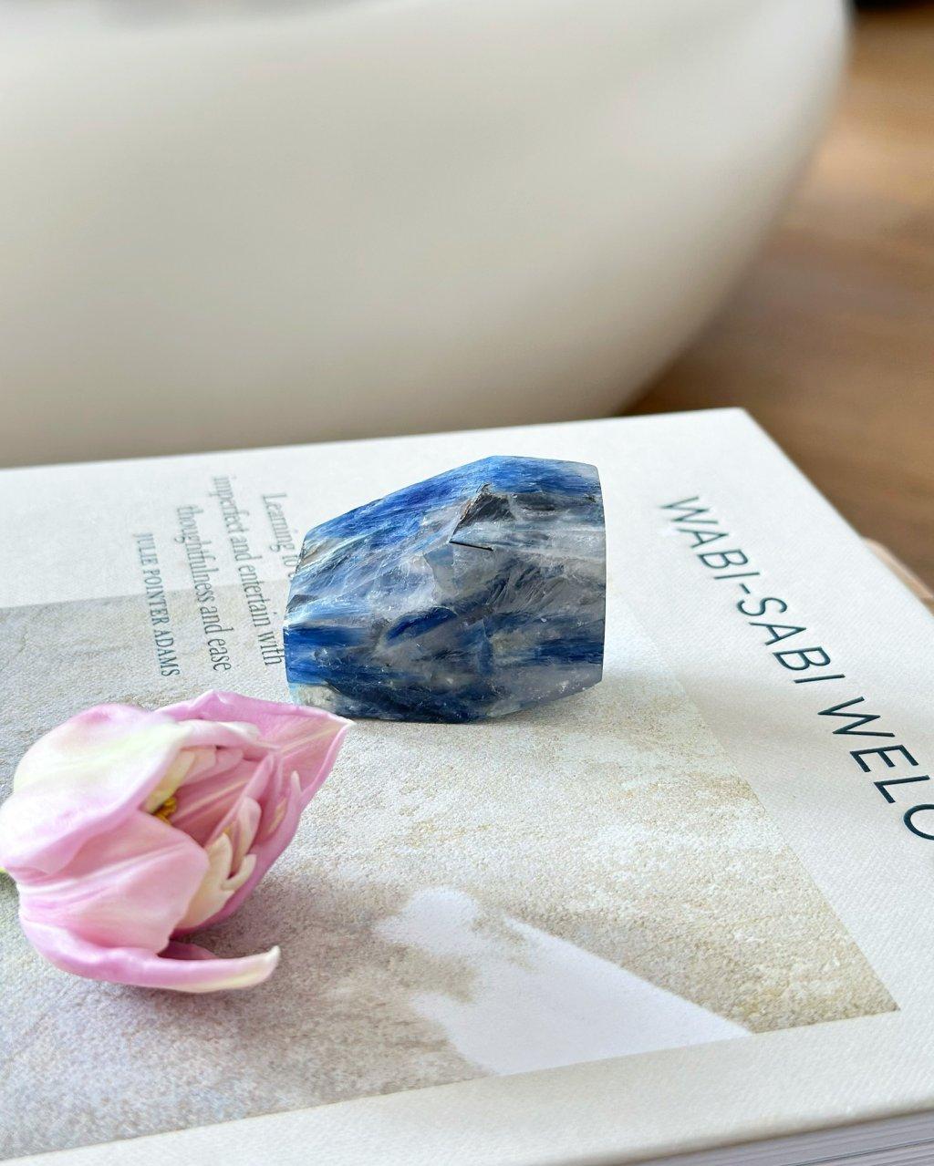 Luxusní minerál surový kyanit Brazílie AAA