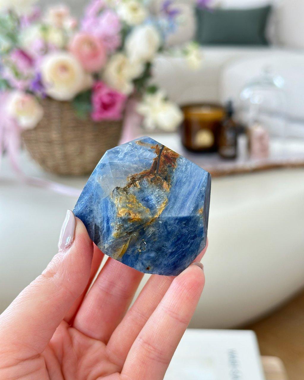 Luxusní polodrahokam kyanit surový Brazílie 1kg AAA