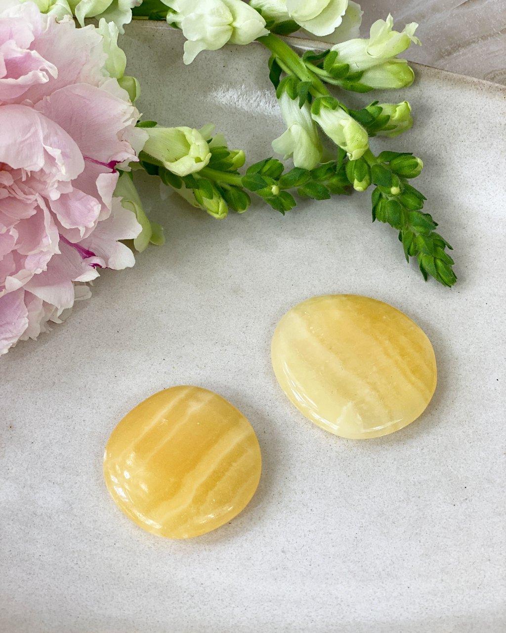 Žlutý kalcit srdce broušené dekorační