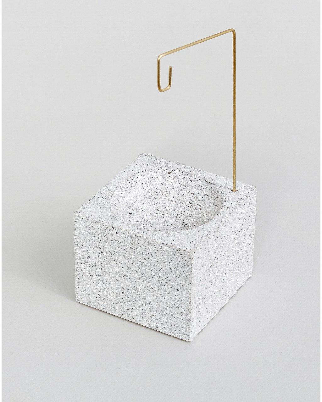Stojan na vykuřovací provázky z betonu Concrete