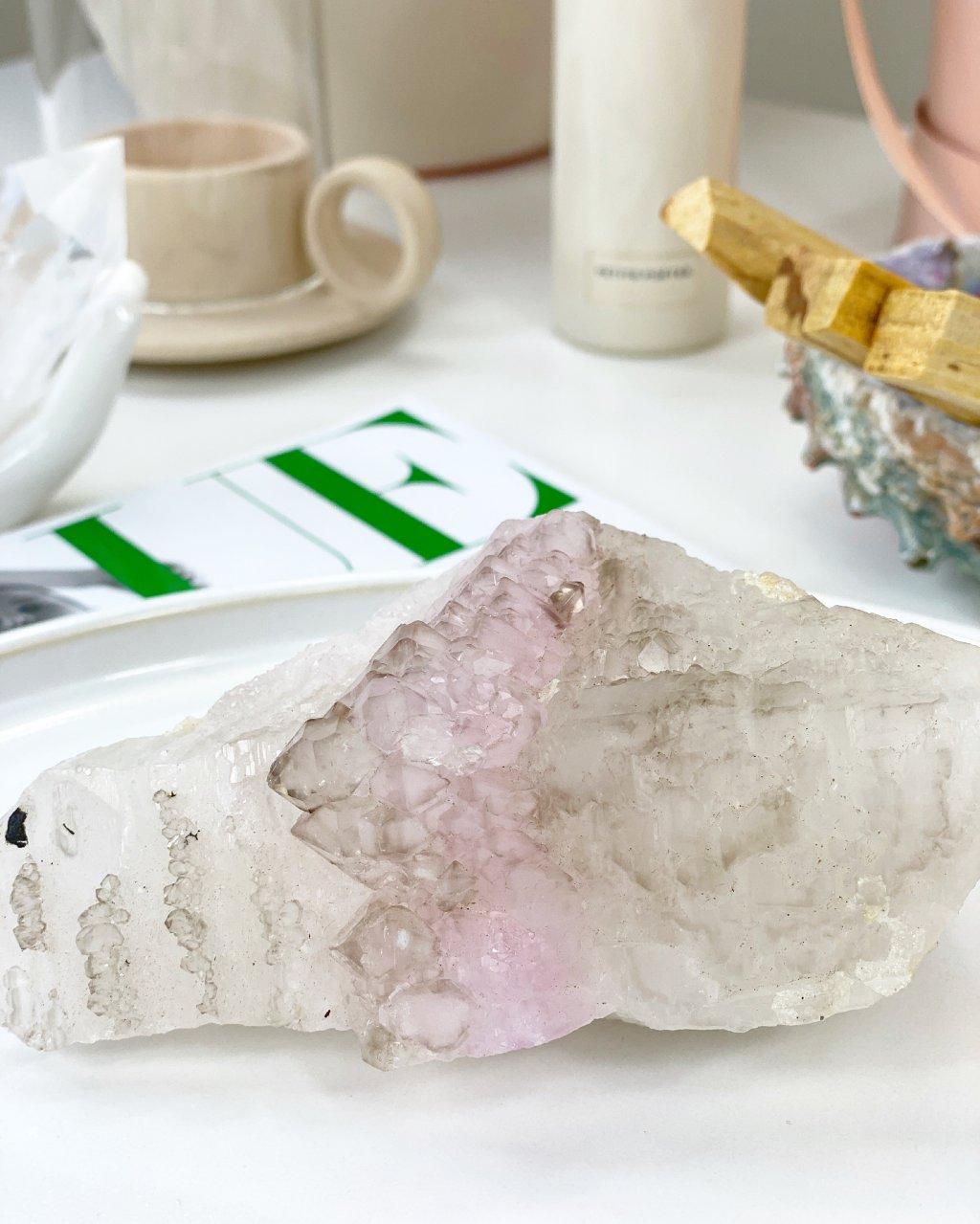 Luxusní růženín vzácný krystalický sbírkový Brazílie 411g
