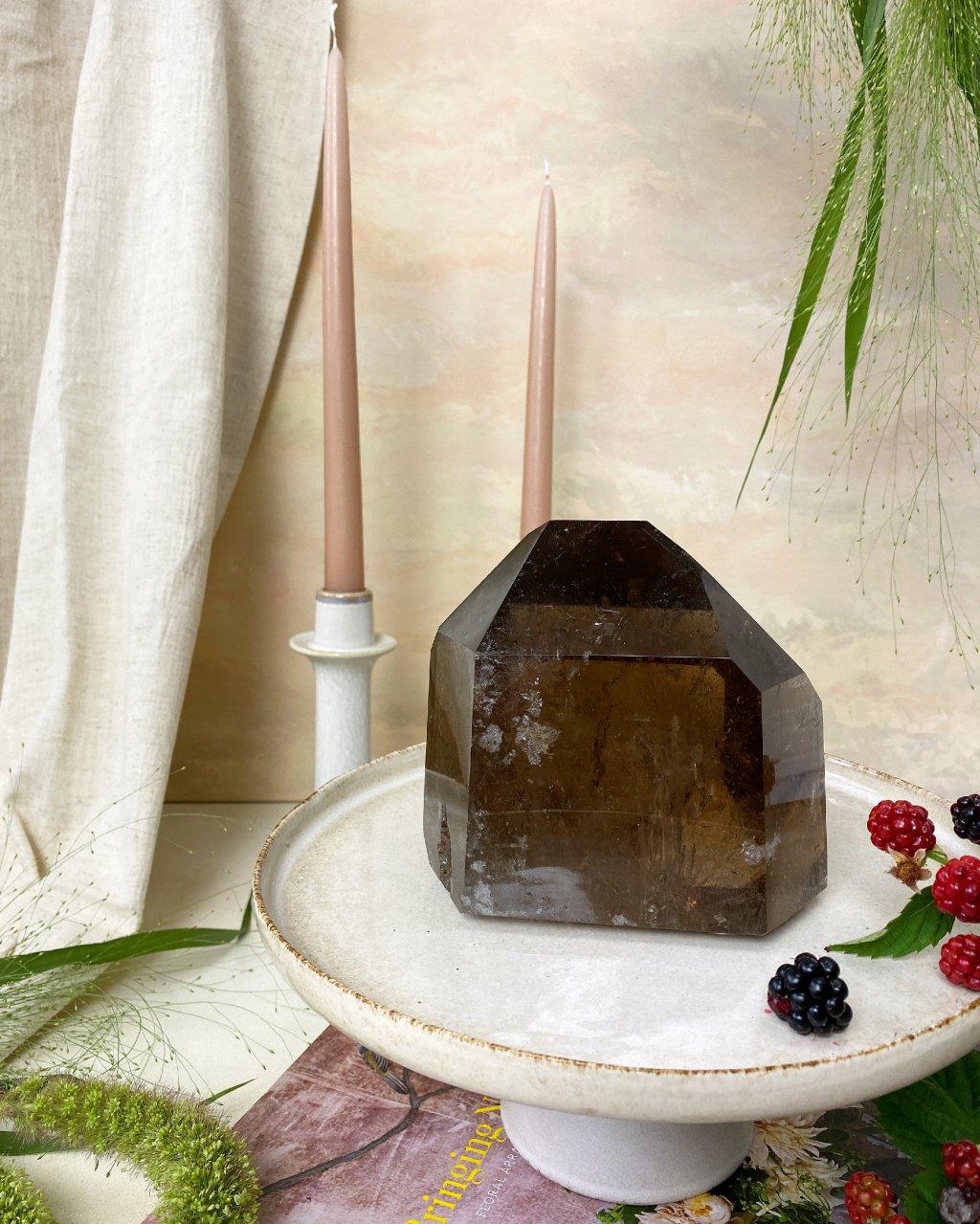 Luxusní záhněda krystal velký leštěný Brazílie 2,3kg