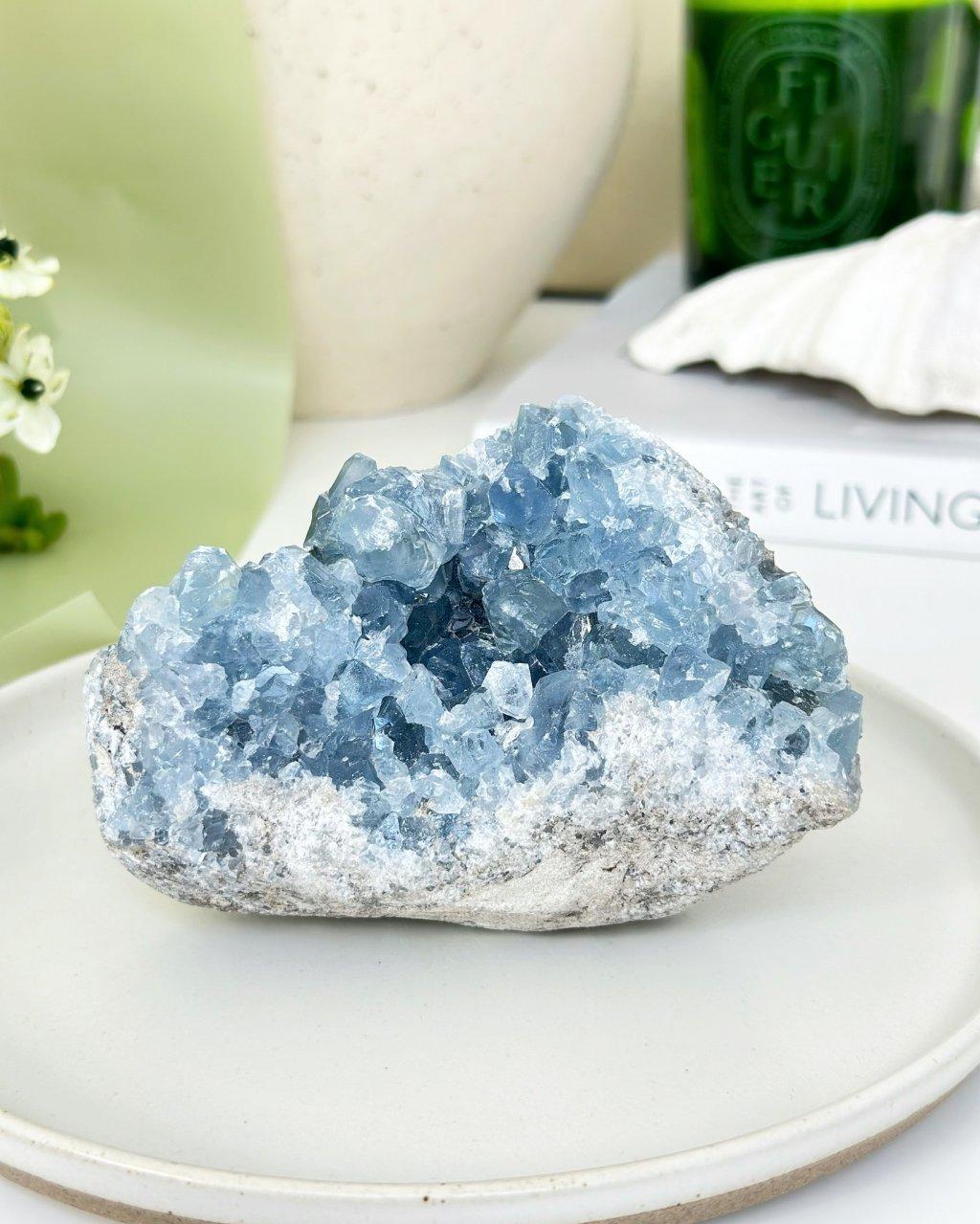 Minerál celestýn geoda Madagaskar 867g