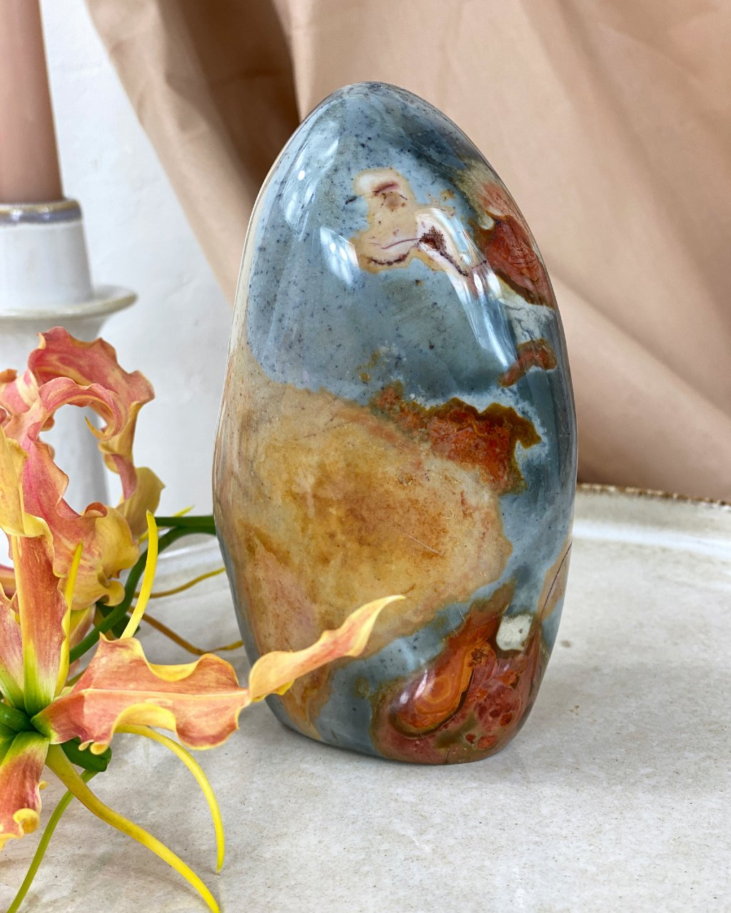 Jaspis polychromní ručně broušený Madagaskar 725g
