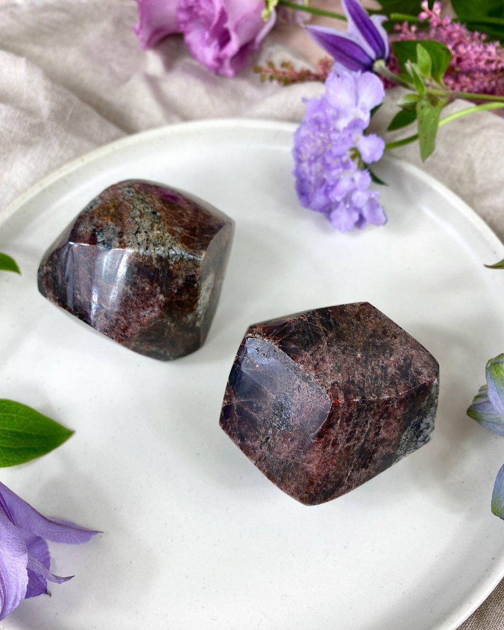 Drahý kámen granát hladký Afrika