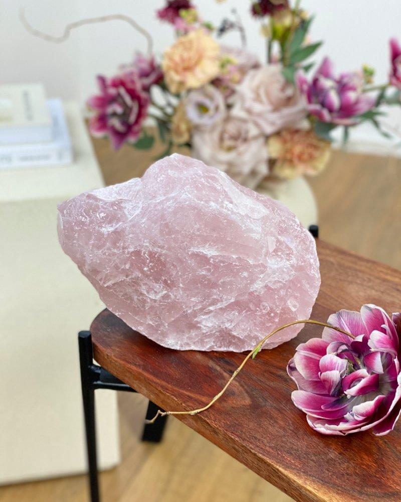 Minerál růženín surový kámen velký 1,6kg Brazílie