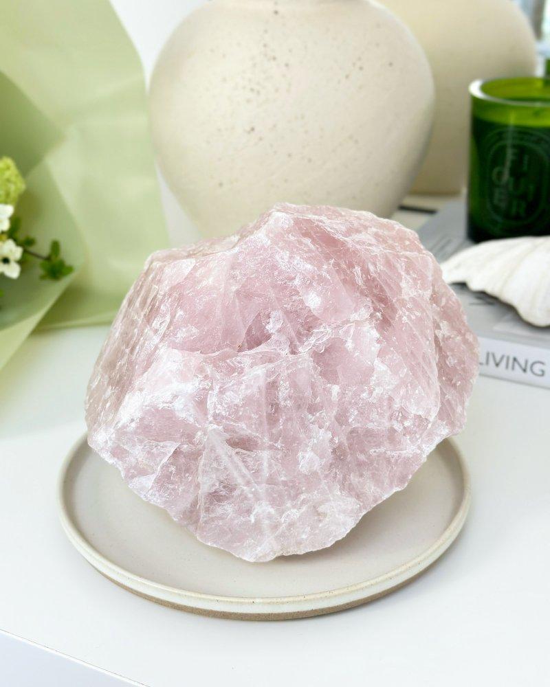 Minerál růženín surový kámen Brazílie