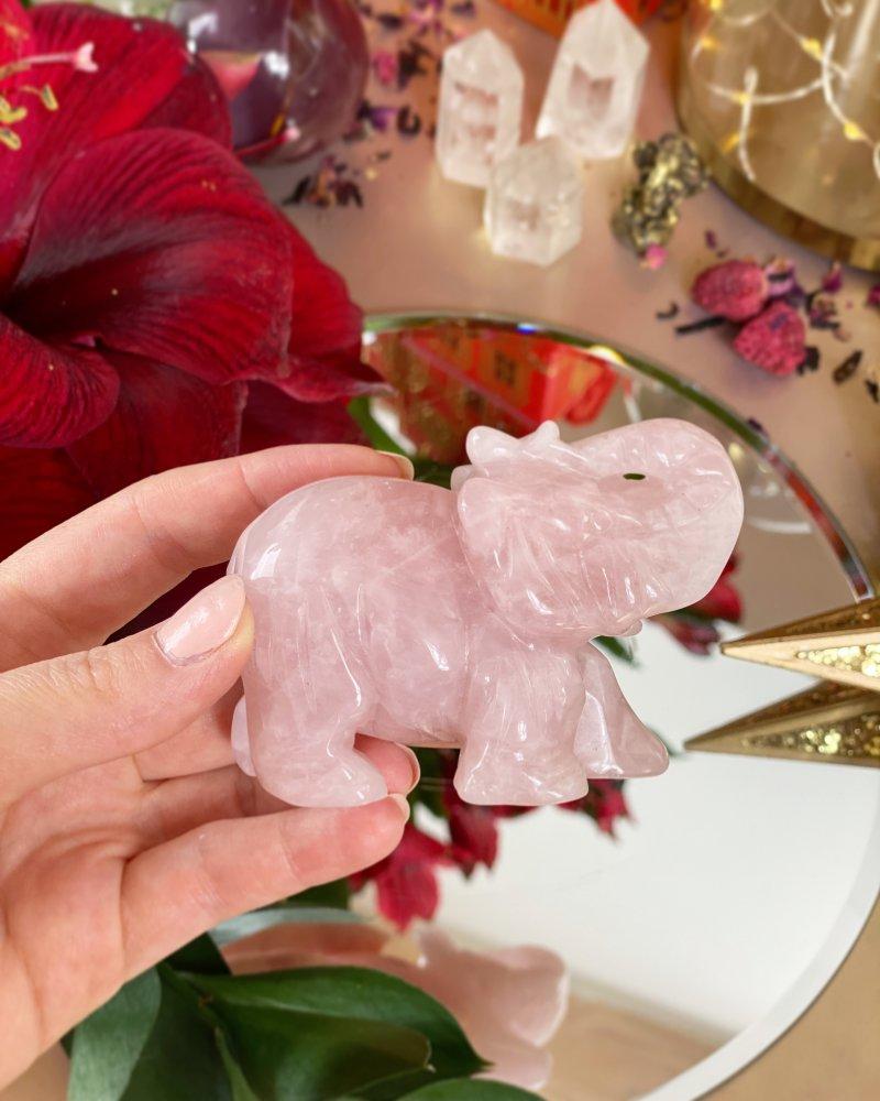 Slon z růženínu broušený velký 8cm