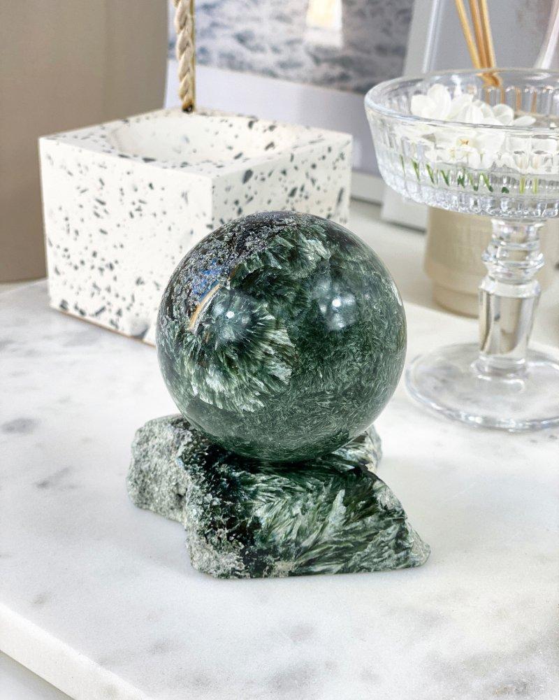 Polodrahokam luxusní serafinit koule Sibiř AAA