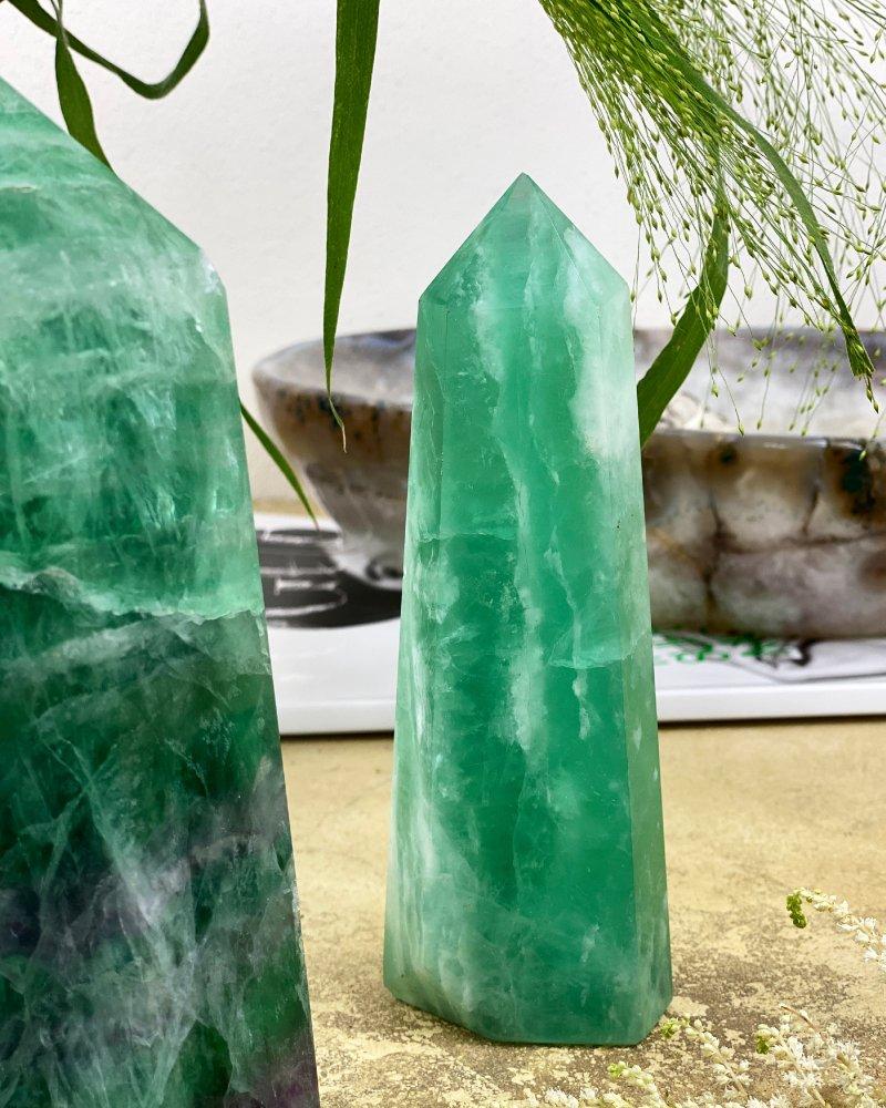 Fluorit obelisk hrot leštěný 17cm TOP 692g
