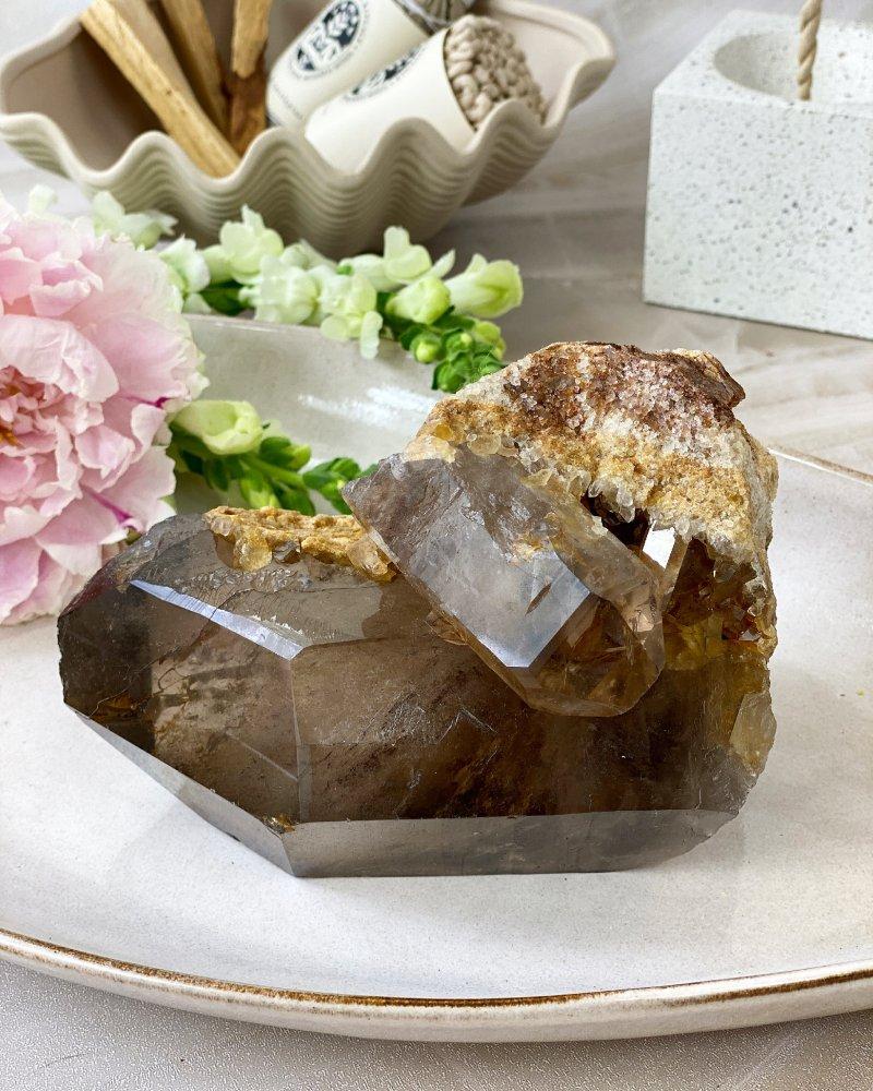 Luxusní krystal záhnědy s horninou 16cm Brazílie 1,56kg