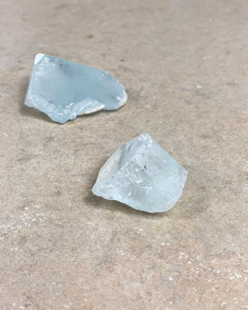Akvamarín surový čirý krystal AAA Pákistán 13g