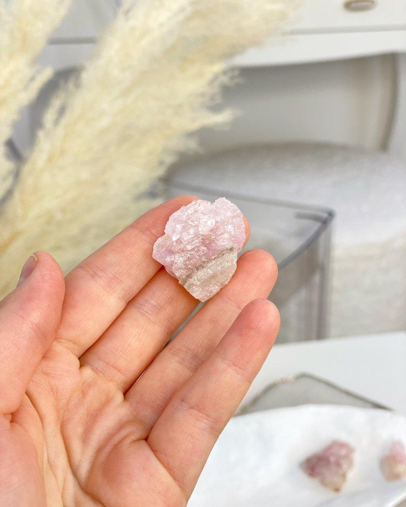 Růženín vzácný krystalický sbírkový Brazílie 95g